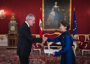 Botschafterin Г.Баттунгалаг und Bundespräsident Alexander Van der Bellen